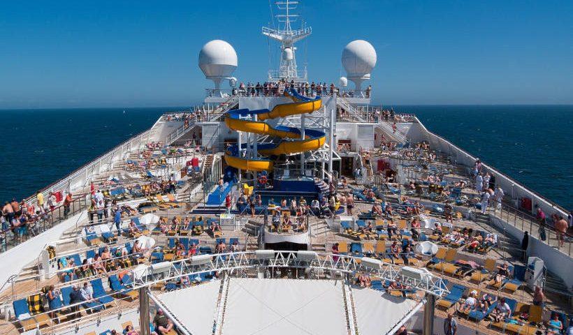 Imagen de turistas en un crucero