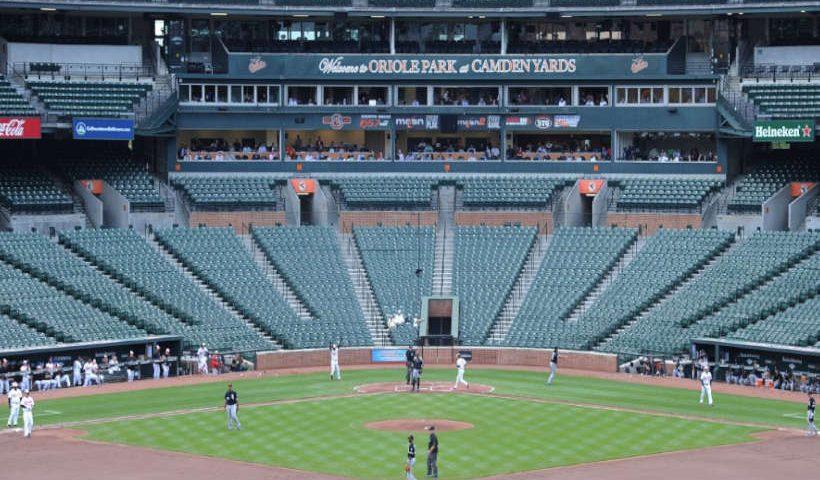 Juego de beisbol sin público