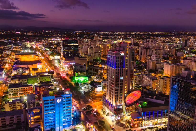 Santo Domingo de noche, República Dominicana