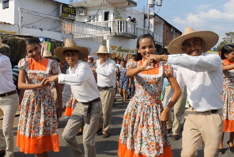 Bailando joropo en Elorza
